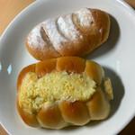 ベーカリーカフェ デリーナ - 名物のちくわぱんとフワもちのパンです