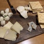 つくば おしゃれに食べてやせる肉 BAR 85 - 4種のチーズ盛り合わせ
