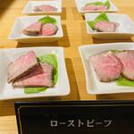 焼肉 愛彩 - こんな刺しの入ったお肉のローストビーフが食べ放題 ソースは2種類ありました  赤ワインとわさび