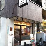 手しおごはん 玄 - 新中野駅の両方の出口のちょうど真ん中あたり。