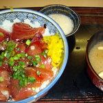 さか井 - マグロ丼のセットで~す