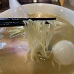 ラーメン屋 游 - 麺は細ストレート