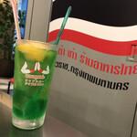 タイ屋台 999 - メロンフロートソーダ