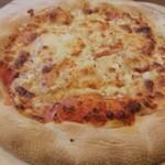 ぷちっく - リコッタチーズ、カマンベールチーズ、ゴーダチーズ、香りと旨味コクの芳ばしいピッツア
