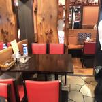 ステーキ&ワイン 神房 - 店内