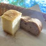 特製パン2種 ~ミルク風味のフォカッチャと胡桃と全粒粉のパン~