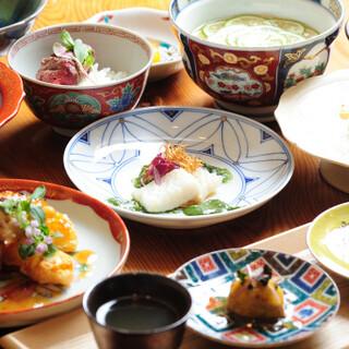 和洋織り交ぜたおまかせコースで、旬の味覚をお楽しみください。