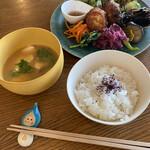 saji - ご飯と冷やし味噌汁