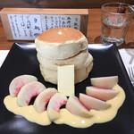 紅鶴 - 蜂蜜とバターのパンケーキ(フルーツトッピング)