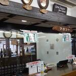 和食処 田舎家 - 受付カウンター