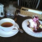 13582114 - H23/8ワッフル・ブルーベリーと紅茶