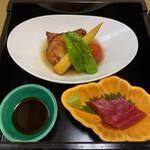 天木 - 上は白身魚と野菜のあんかけ。赤いのはプチトマト