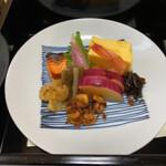 天木 - お重下段 手前はクルミの佃煮(たぶん) さつま芋やゴボウなど、野菜の調理が素晴らしい。