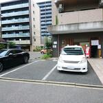 ぶた いながき - お店と駐車場