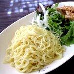チャイニーズレストラン大幸 - 細麺は野菜と絡めてつけ汁へ!