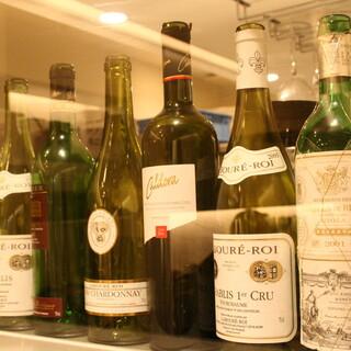 厳選されたワインの数々を自慢のお料理と共に愉しんで。