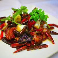 HOI - HOI名物 日向鶏のモモ肉 唐辛子炒め 「辛子鶏塊 ラーズーチー」