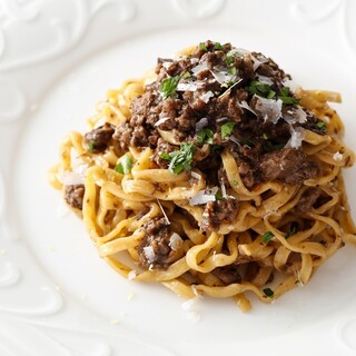 郷土料理を軸にシンプルで滋味深い料理を心がけています。