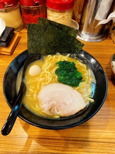 横浜家系ラーメン 練馬商店の料理の写真
