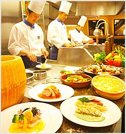 グラスコート - ライブキッチンではシェフが目の前で調理、出来立てアツアツを!!