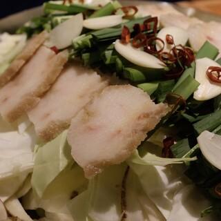 ◆鯨もつ鍋◆さえずりと、利尻昆布、鰹節、ニンニクたっぷり