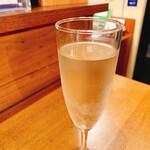 炭火バル 神田岩本町style - 樽生スパークリングワイン 490円→245円 ※ハッピーアワー 価格
