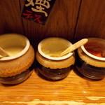 笑の家 - 卓上の調味料、おろしニンニク、おろし生姜、豆板醤