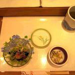 江戸銀寿司割烹 - 料理写真:小鉢と海鮮サラダが出ています。
