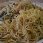 13589758 - 炒めもやしラーメンの麺