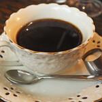 甘党喫茶 菊水 - ボキは、ブレンドコーヒー(ホット)350円。 淹れたてのコーヒーは美味しいなぁ。 価格も昭和風で嬉しいね。