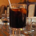 甘党喫茶 菊水 - ちびつぬは、ブレンドコーヒー(アイス)350円。 こちらもレトロなグラスがいい感じ。  静かな店内で食後の珈琲を頂きながら のんびりさせてもらいました。