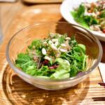 南青山エッセンス - 【燻製カツオとフェンネルの冷麺 セット@1,800円】玄米と阿蘇産モーツァルト野菜のサラダ