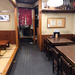 高嶋家 - 1階の店内・2階席もあります