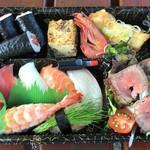 鮨亀 - 料理写真:松花堂 1,080円(税込)。野菜がもっとあるとうれしい。