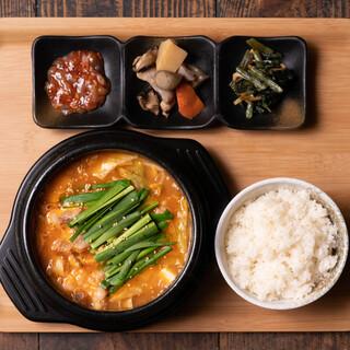 選べるチゲ鍋ランチセット海鮮orホルモン!!