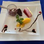 135909019 - 自家製イチジク、みかんソルベ、ケーキ