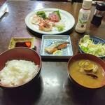Kogureshokudou - 刺身5点盛定食!お新香は食べちゃいました。ご飯がいくらあっても足りないですが、ハシゴするので1杯で我慢しました(またか