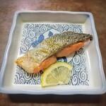 Kogureshokudou - 刺し身定食なのに焼き鮭まで!骨がなく全部ペロっと食べられます!ご飯ご飯!