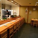 喜楽屋 - 入口から右手を撮影。厨房丸見えなのが自信の現れですかね?