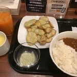 快活CLUB - 料理写真:厚切りポテト&夜食カレー&ドリンク(2020.8.15)