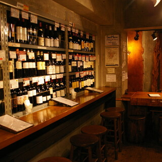 壁側にはボトルワインが・・・・。