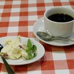 トラットリア リアナ - セミフレッド、コーヒー
