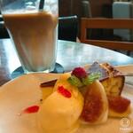 南方カフェ mamipanstore - ケーキセット¥750。本日のケーキ+ドリンクでお得なセット(*^^*)