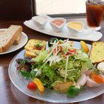 エヌプラスカフェ - 本日の採りたて新鮮野菜ランチ