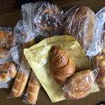 パン ドゥ ムゥ - 料理写真:90円〜240円のパン達