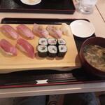 寿司酒場 まぐろ人 - まぐろ尽くし1408円全景
