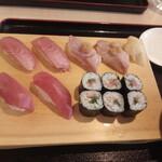 寿司酒場 まぐろ人 - まぐろ尽くし1408円