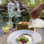 迎賓館 VICTORIA 高岡 - 料理写真:新鮮野菜を使用した人気のスープサラダ