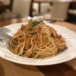 ヴィーニ デル ボッテゴン - 松茸とカラスミのスパゲティ