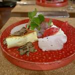 ヴィーニ デル ボッテゴン - 前菜盛り合わせ(まぐろ、かんぱち、いかのカルパッチョ、プッラータチーズとフルーツトマトのカプレーゼ、自家製の豚ハム、プレーンのキッシュ トリュフ添え)